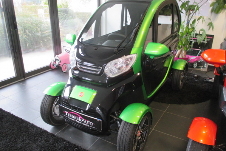 ANAIG LIGHT ELECTRIC QUADRICYCLE / ÉQUIVALENT TWIZY